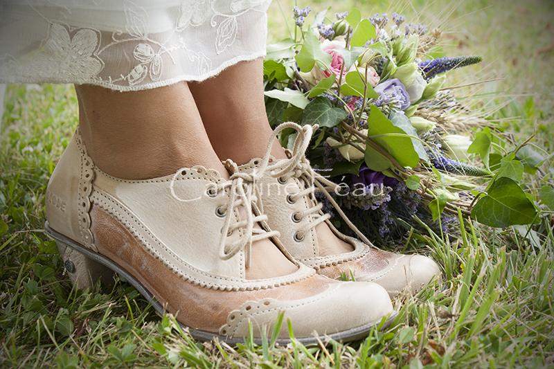 photographe mariage 37 détail chaussures bouquet CF Photographe