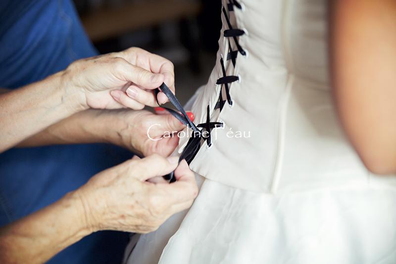 Photographe mariage 37 lacet robe mariee CF Photographe