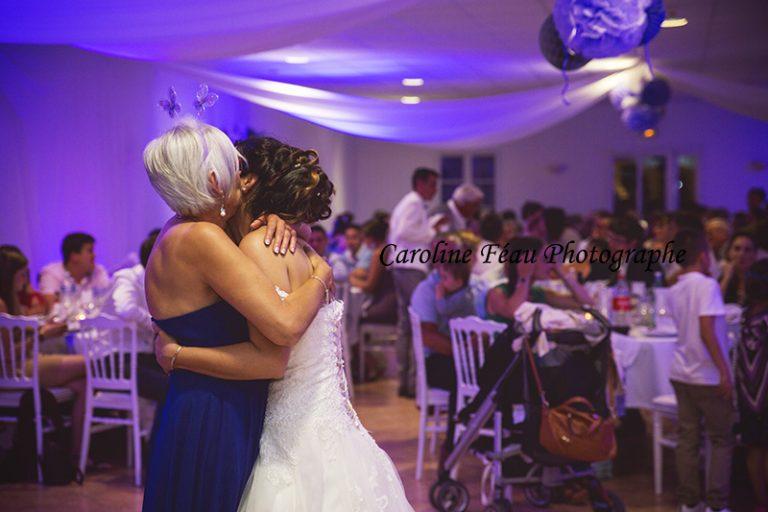 mariée et sa belle mère soirée mariage CF Photographe