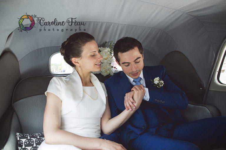 mariés dans voiture ancienne traction mariage CF Photographe