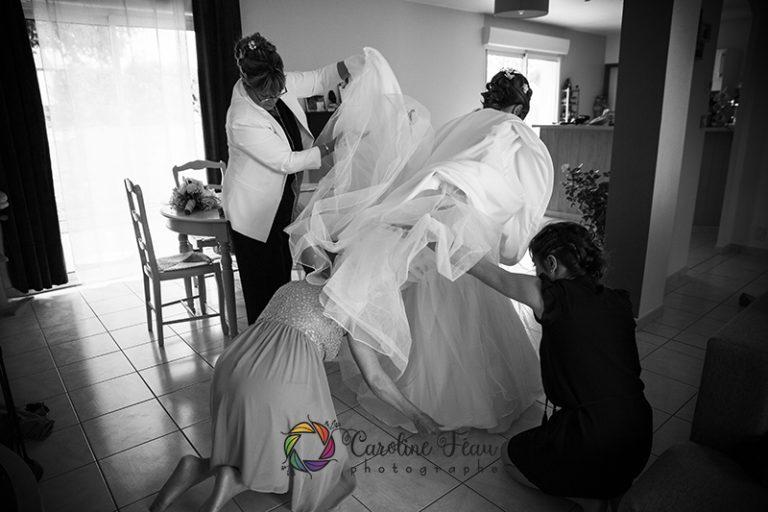 habillage de la mariée préparatifs mariage Tours 37 CF Photographe