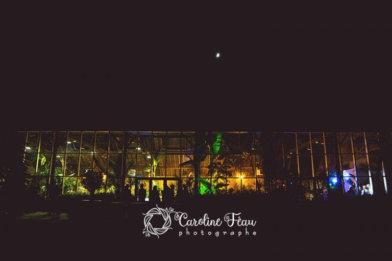 soirée mariage lumière extérieur la Forêt des Arts Saint Antoine du Rocher CF Photographe