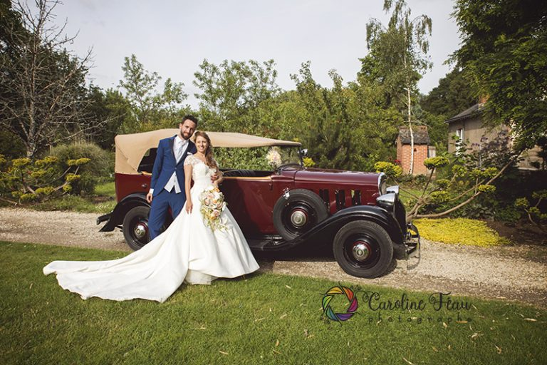 voiture de collection pour mariage Saint Antoine du Rocher CF Photographe