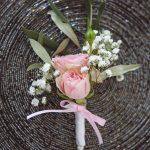accessoire fleurs mariage boutonnière CF Photographe