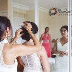 dernier détail des préparatifs de la mariée CF Photographe