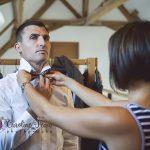 préparatifs du marié nœud papillon CF Photographe