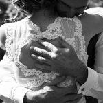 mariés enlacés tendresse photos de couple 37 Indre et Loire CF Photographe