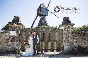 mariés devant moulin bord de Loire Montsoreau CF Photographe de mariage