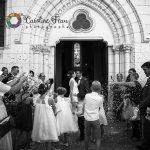 sortie des mariés baiser confettis Huismes 37 CF Photographe